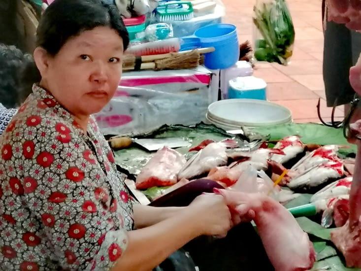 Stand manucure au marché porcin.