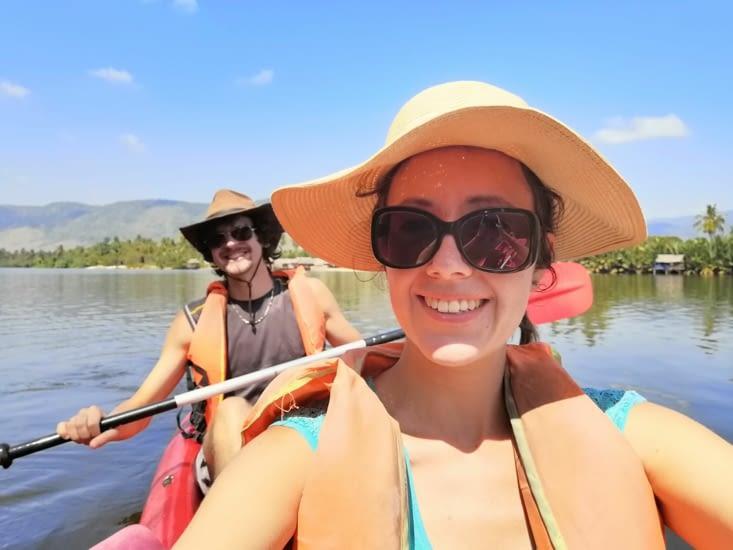 Kayakons gaiement.