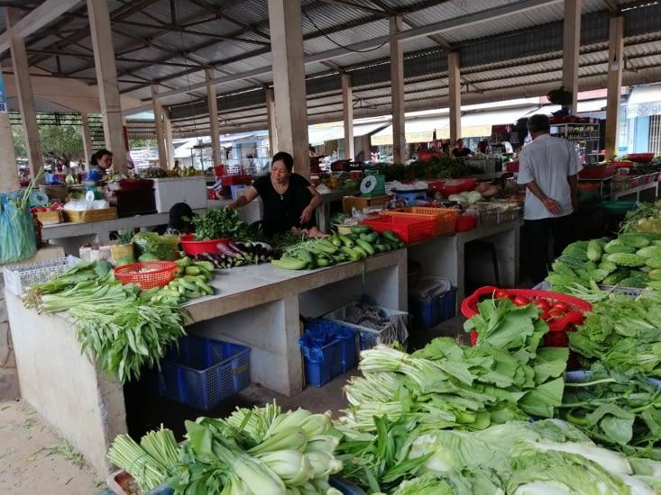 Le petit marché local.