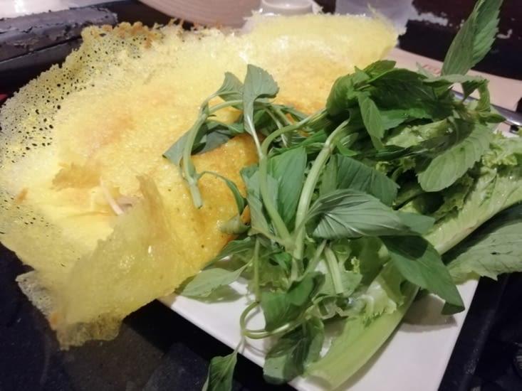 Crêpe vietnamienne au restaurant Nha Hang Ngong.