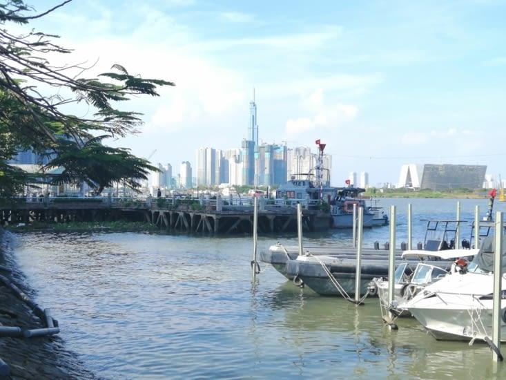 Dans le port de Saïgon, il était une jonque chinoise...