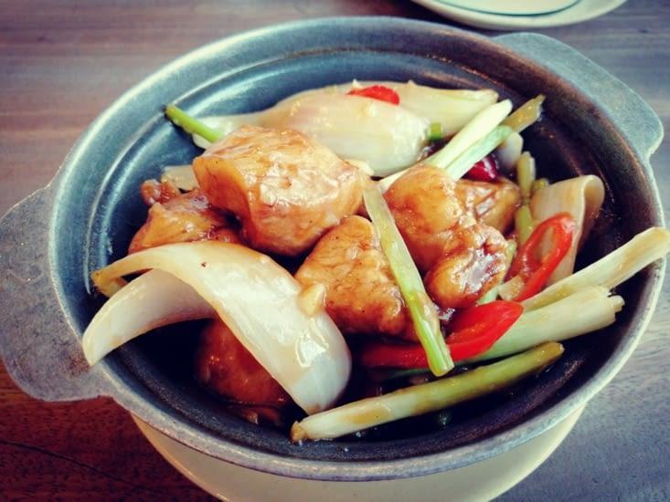 Poulet sauce tamarin au Quan Bui.