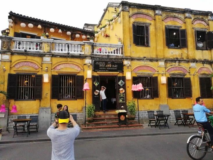 C'est une maison jaune.