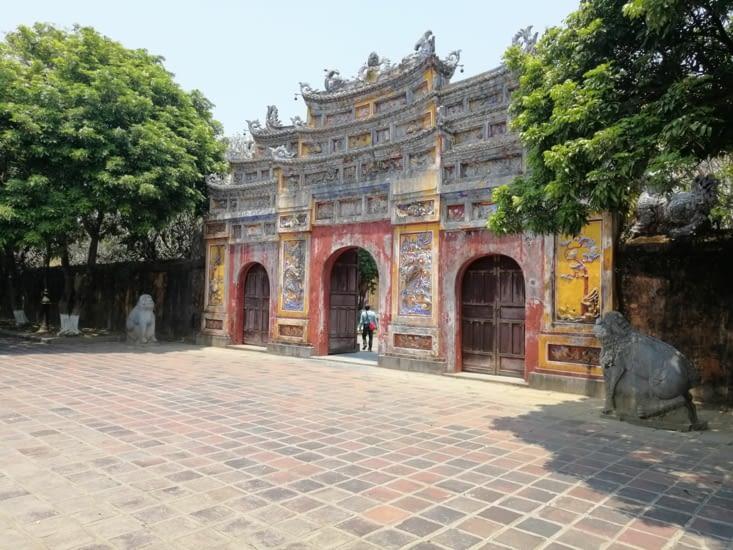 Jolie porte du palais Nguyen