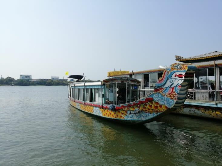 Notre bateau avec sa tête de dragon