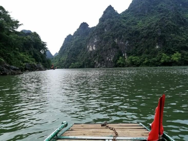 Début de la balade en barque à Trang An.