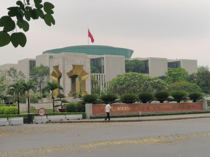 Austère parlement.