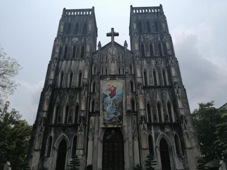 La cathédrale Saint-Joseph, avec ses faux airs de Notre-Dame.