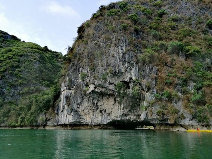 La falaise trouée.