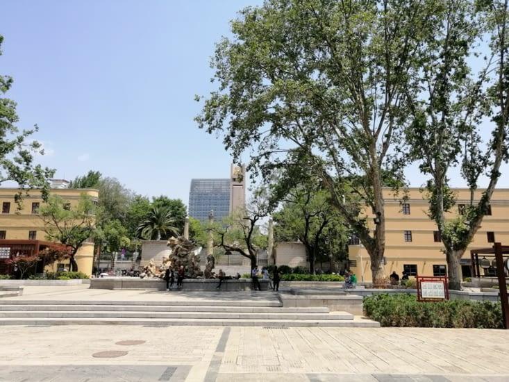 """Monument de la victoire et """"arbres des Français"""""""