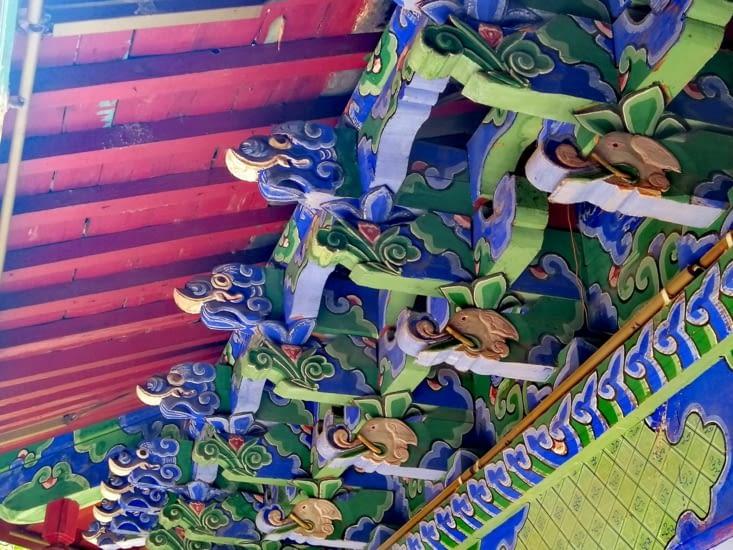 Dessous de toit colorés