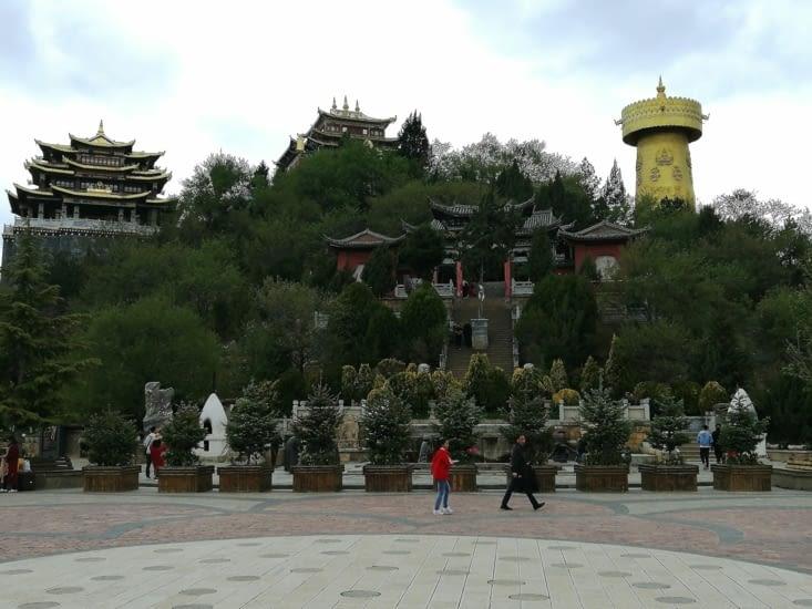 La colline du temple des poulets.