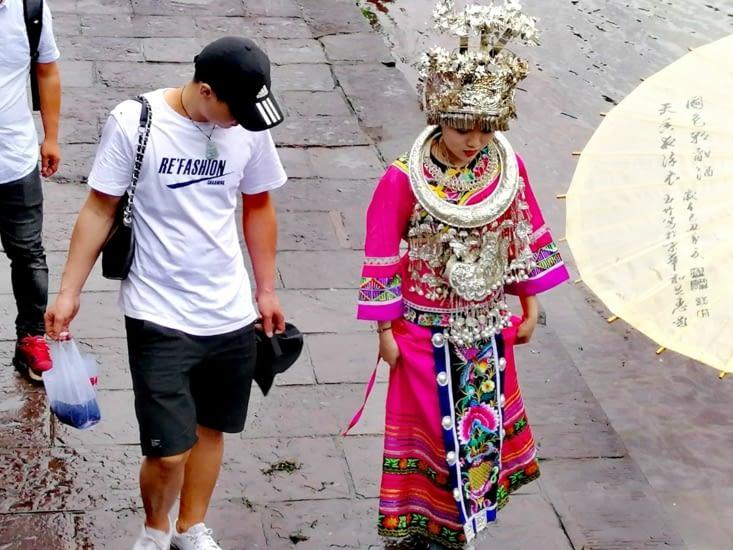 Les Chinois aiment enfiler des tenues traditionnelles pour se prendre en photo