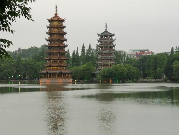 Les pagodes du lac Shanhu.