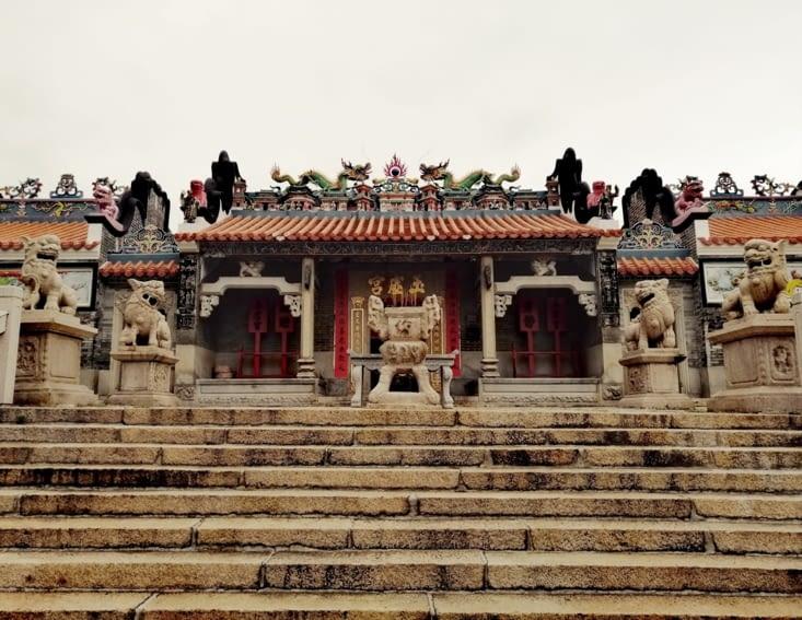 Le temple de Pak Taï.