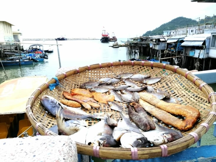 Panier de poissons séchés.