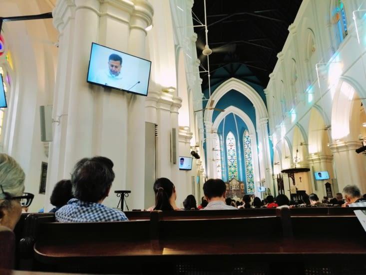 Messe multi-televisée à la cathédrale Saint John.