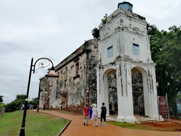 Les ruines de l'église Saint Paul.