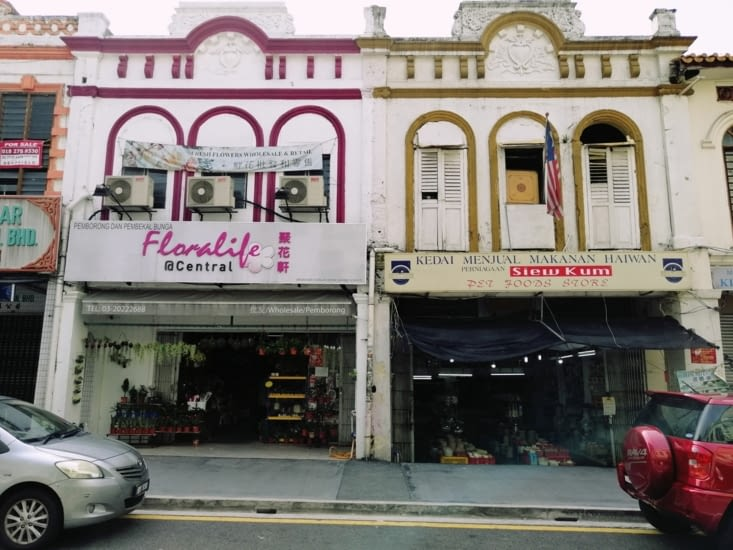 Les façades coloniales.