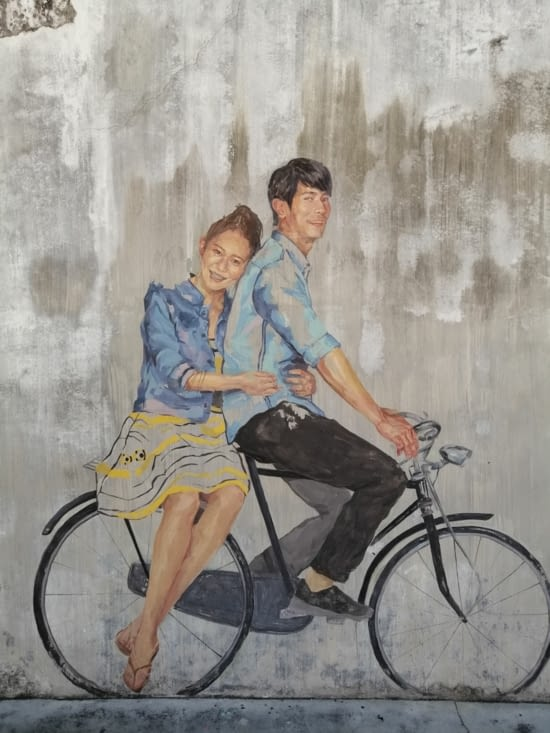 A bicyclette.