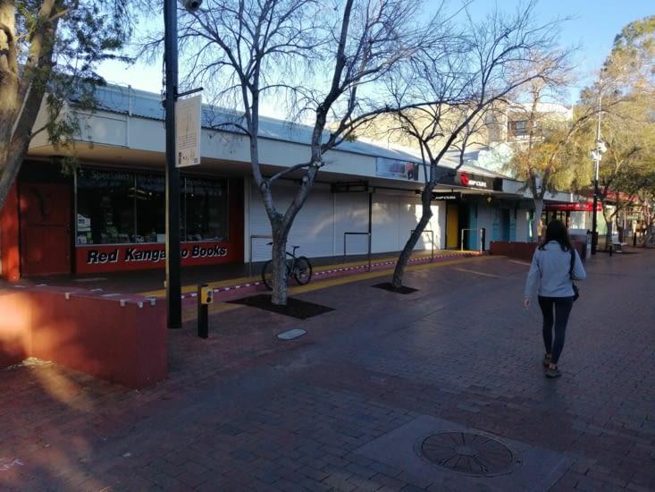 Alice Springs! Alice Springs ! Morne ville.