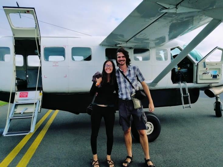 Nous devant l'avion.