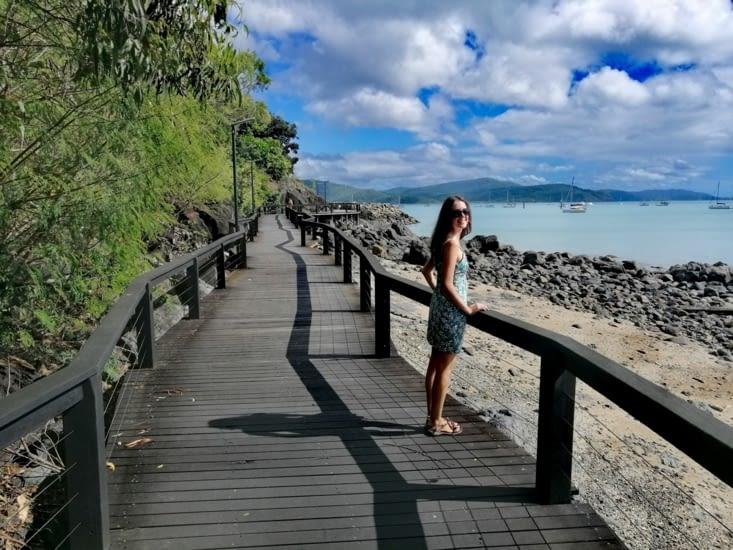 Promenade le long de la mer à Airlie Beach