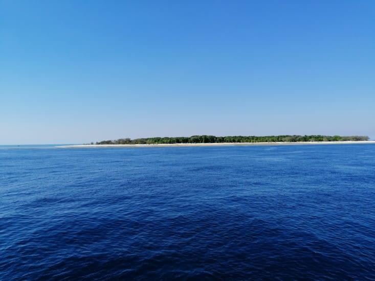 L'île se profile à l'horizon
