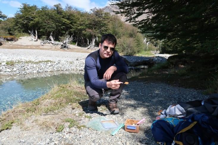 Près du Rio Blanco: bouillie de lentilles pour le déjeuner après l'ascension