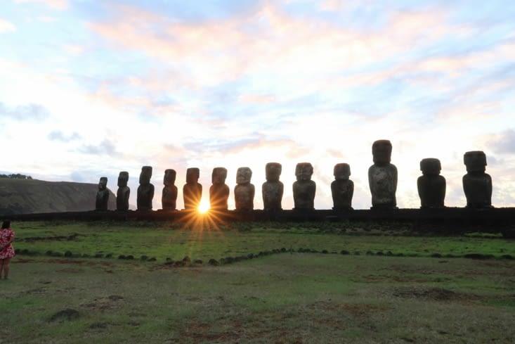 Lever du soleil à Ahu Tongariki