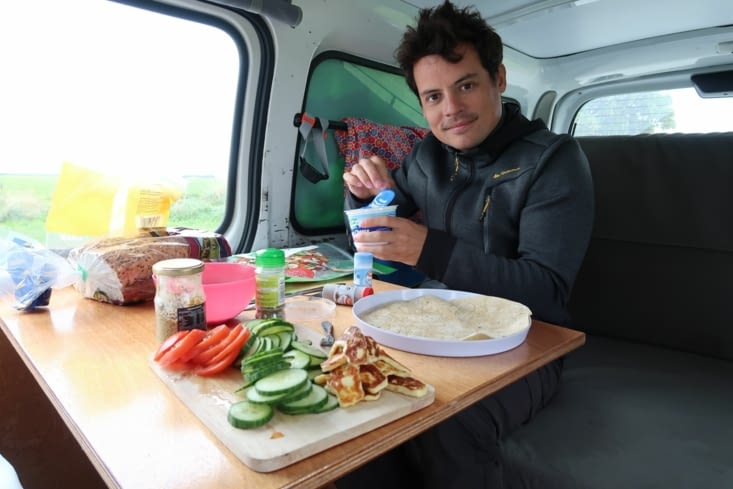 Déjeuner dans le van