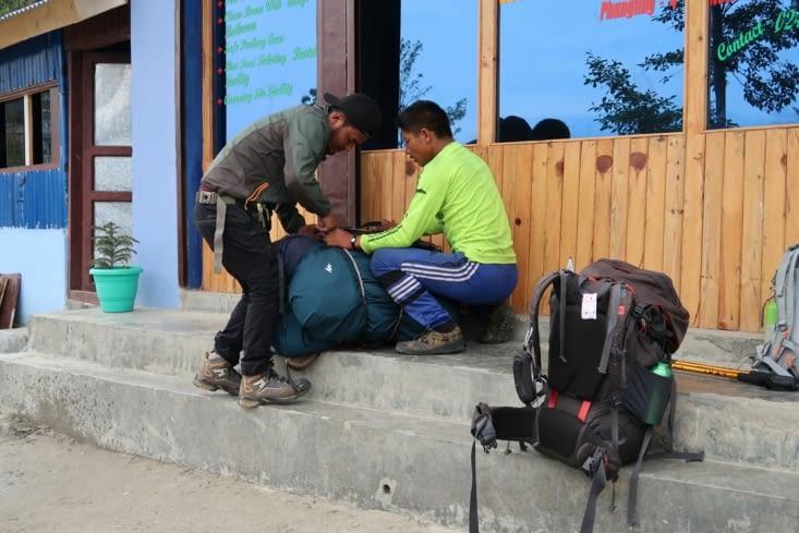1ère journée de randonnée après avoir retrouvé Kamal à Taplejung