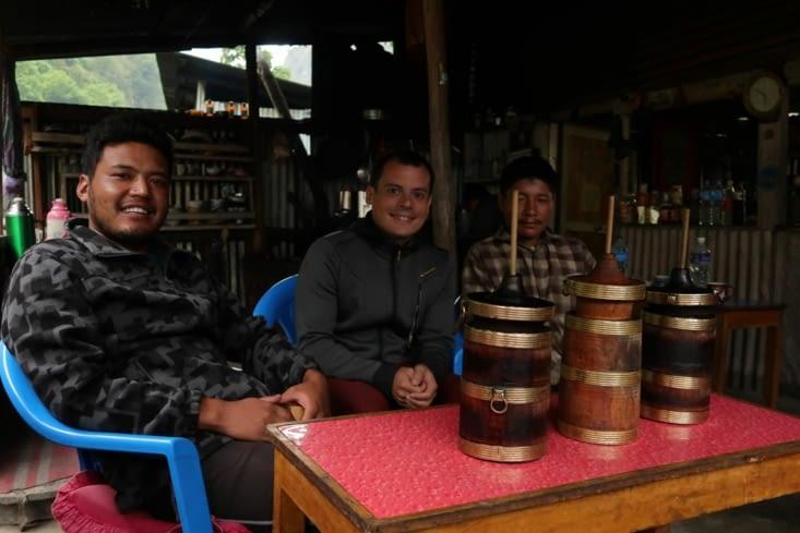 Le premier Tongba (boisson alcoolisée et chaude à base de millet fermenté)