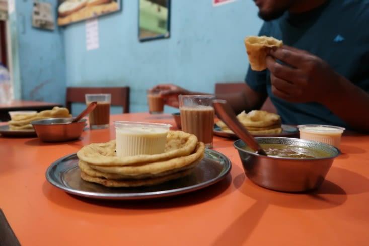 Petit déjeuner indien à Bhadrapur (un délice !)
