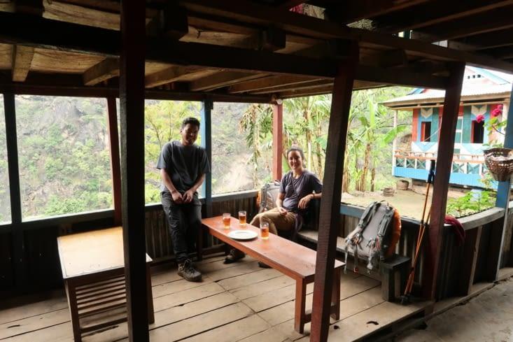 Pause dans une Tea House après 2 heures de marche.