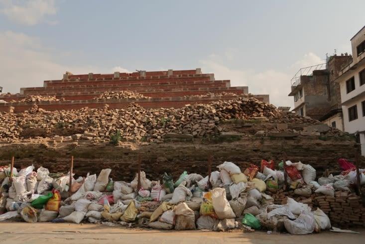 Lors du séisme d'avril 2015, de nombreux temples ont été réduits en tas de pierre.