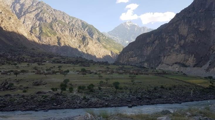 Village afghan sur la route entre Douchanbé et Khorog