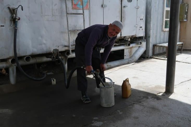 Le plein d'essence, première partie