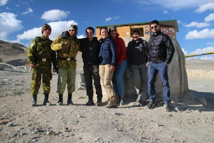 Photo avec les militaires