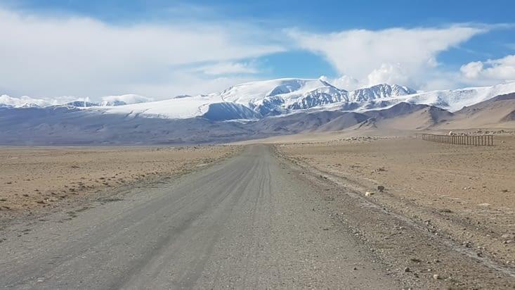 Vers la frontière Kirghize et en longeant toujours la frontière chinoise sur la droite