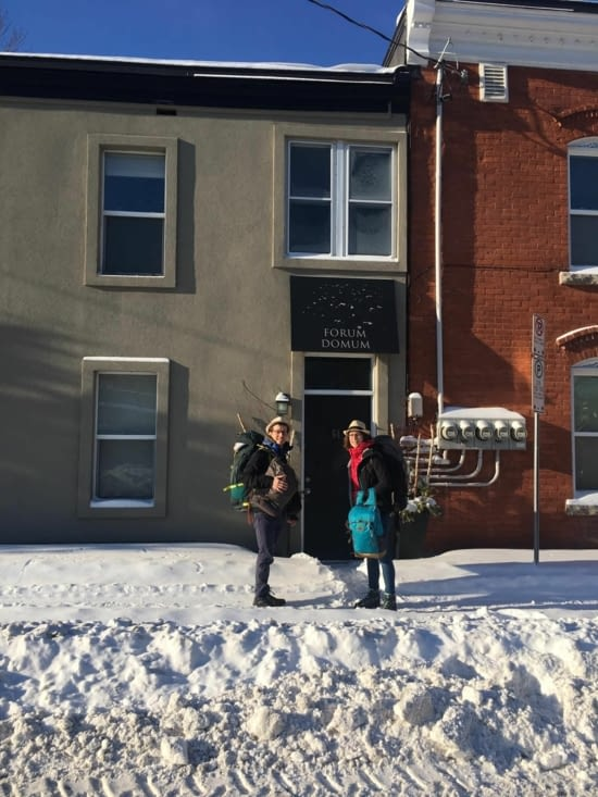 On ferme la porte du 64 Parent Avenue..... / We close the door at 64 Parent Avenue....