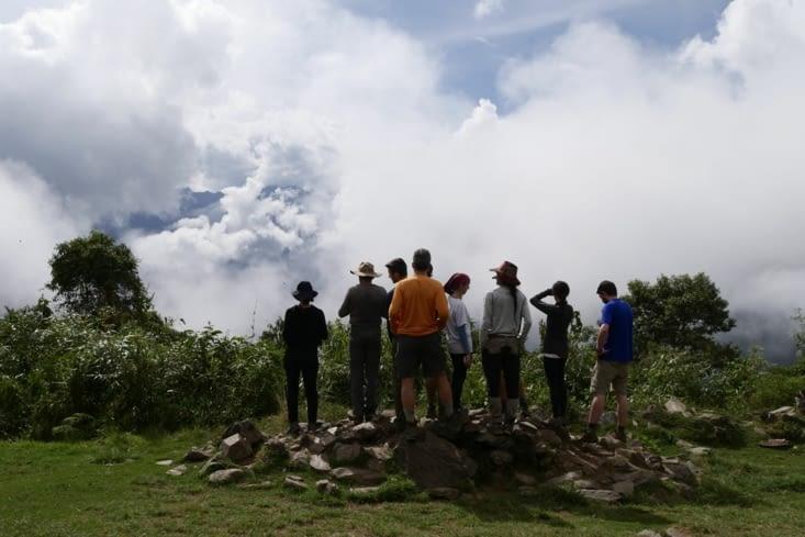 On attend que le ciel se dégage pour apercevoir le Machu Picchu