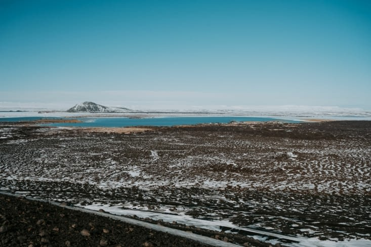 Vue depuis le volcan Hverfjall sur le lac Myvatn