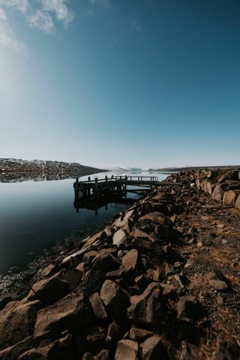 Près d'un fjord