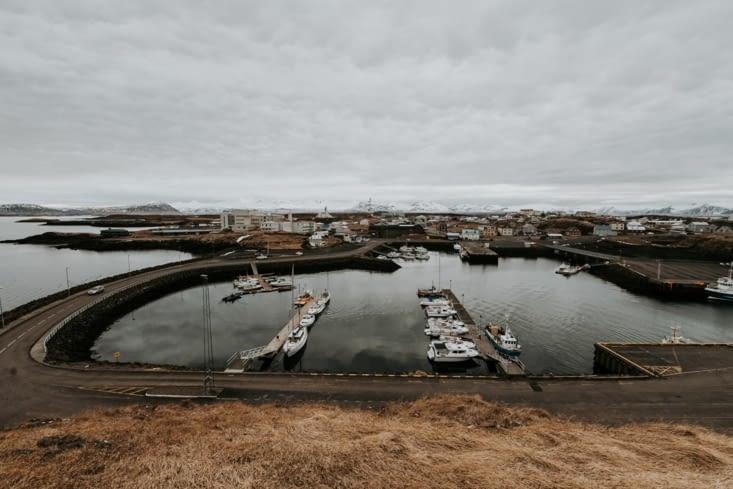 Le port vu depuis Súgandisey