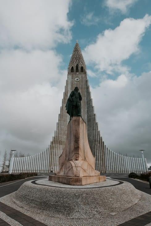 Hallgrímskirkja et la statue de Leif Erikson