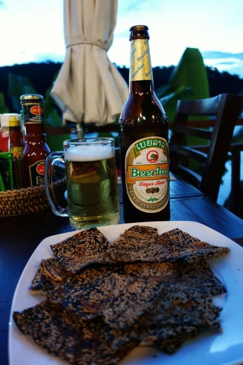 Bière laotienne et algues en apéro / Beer lao and Mekong weeds for starters