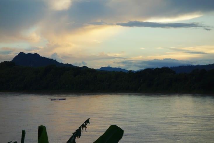 Coucher de soleil sur le Mékong / Sunset on the Mekong River