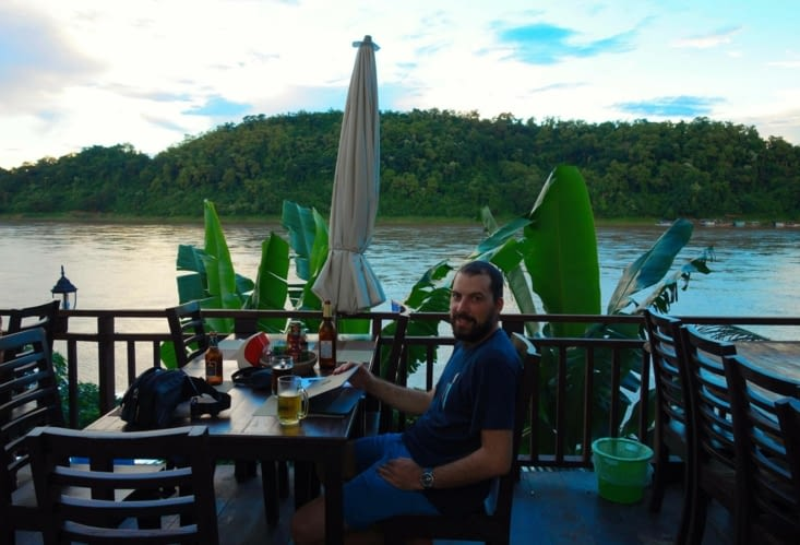 Détente au bord du Mékong / Chilling in front of Mekong River