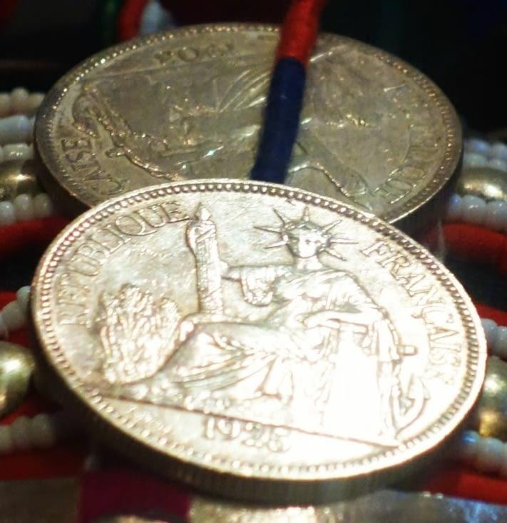 """Pièces indochinoises frappées """"République française"""" / Indochinese coins with """"French Republic"""" inscription"""